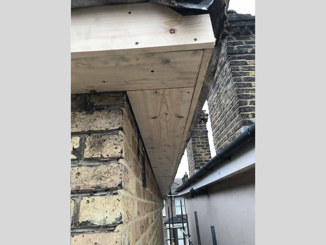 wood-fascia-boards-soffit-and-guttering-replacement03