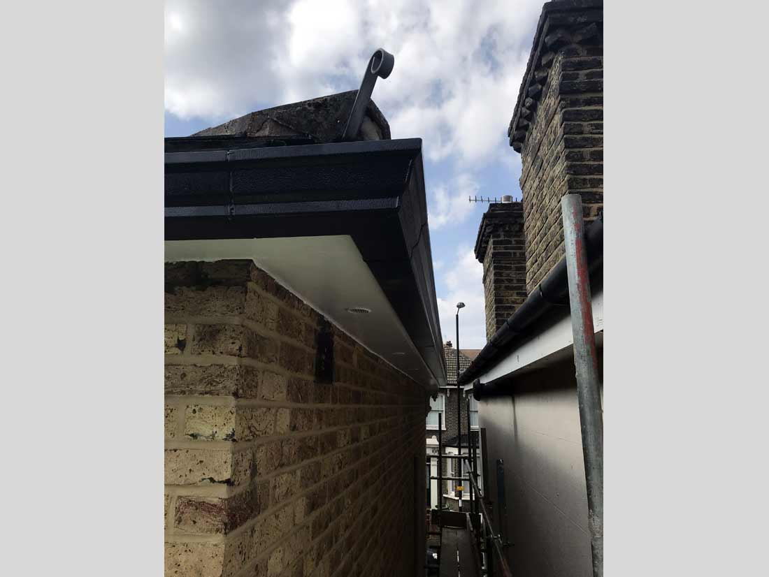 wood-fascia-boards-soffit-and-guttering-replacement04